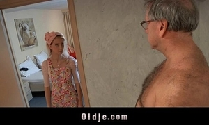 Blistering motel live-in lover bonks an oldman buyer