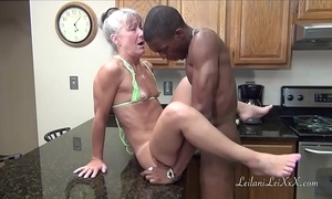 Camel look-in scullery - milf gets facial